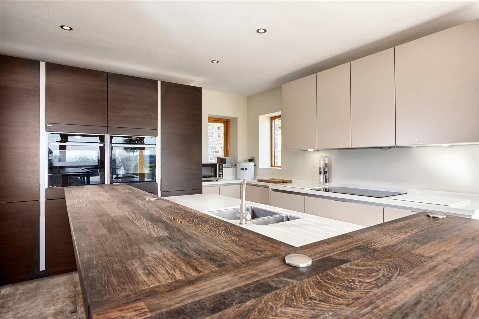 4 Bedroom Detached House For Sale - Farmhouse 4